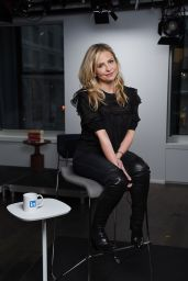 Sarah Michelle Gellar Visits the LinkedIn studios in New York City