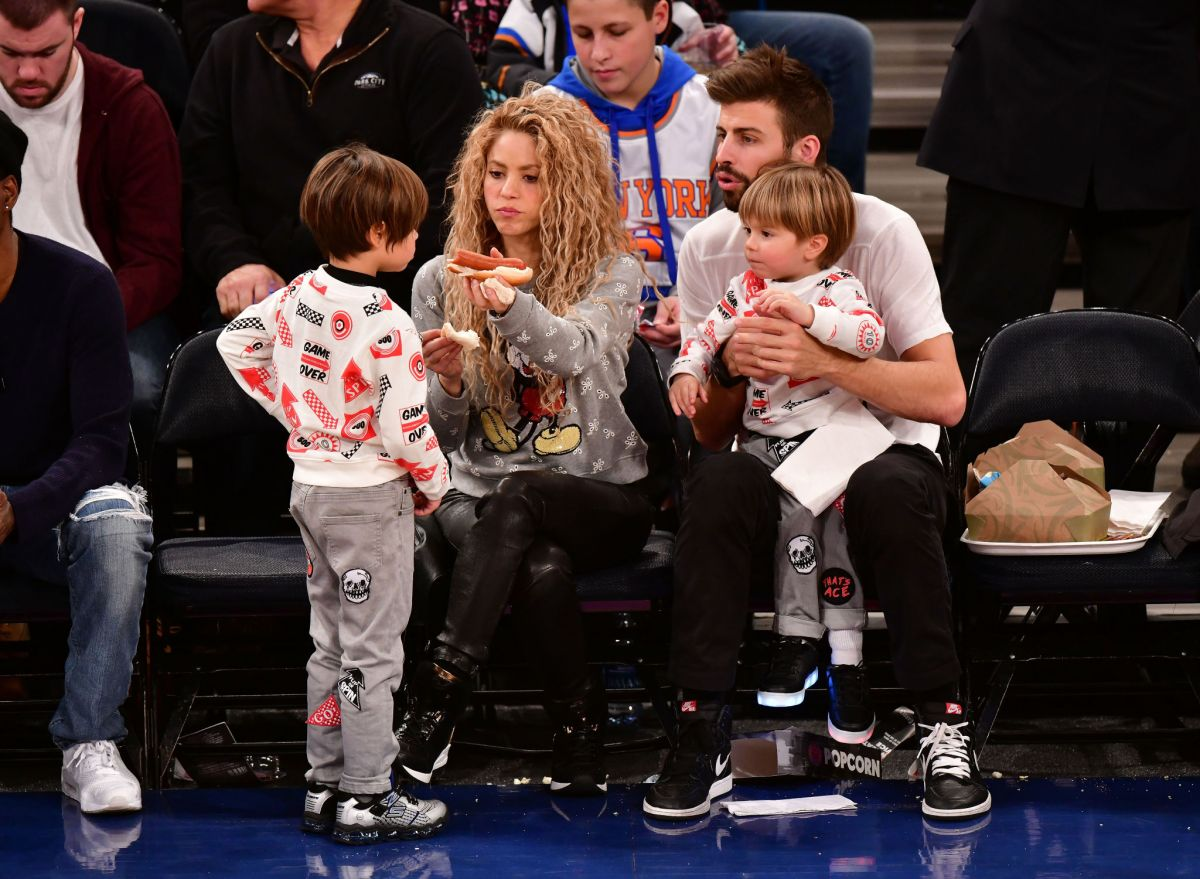 Shakira Takes Her Family To Watch The New York Knicks Vs Philadelphia 76ers Game At Madison