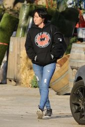 Shannen Doherty Stops by a nursery to shop for flowers in Malibu