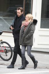 Sienna Miller Has Lunch with a Mystery Man in New York