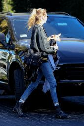 Stella Maxwell & Kristen Stewart Have lunch at Cecconi