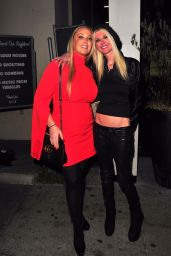Tara Reid Poses outside of Catch LA after Dinner with her sister Colleen and friends in West Hollywood