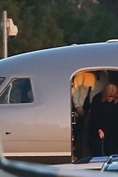 Taylor Swift Arriving in Los Angeles in a private jet