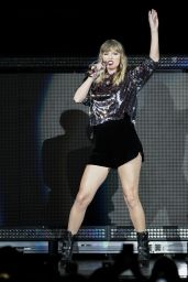 Taylor Swift Performs during the B96 Pepsi Jingle Bash at Allstate Arena in Rosemont