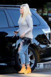 Tori Spelling Seen out for lunch in Beverly Hills