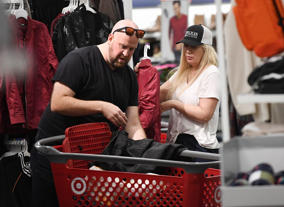 tori spelling shops for diapers while christmas shopping for clothes at target in woodland hills