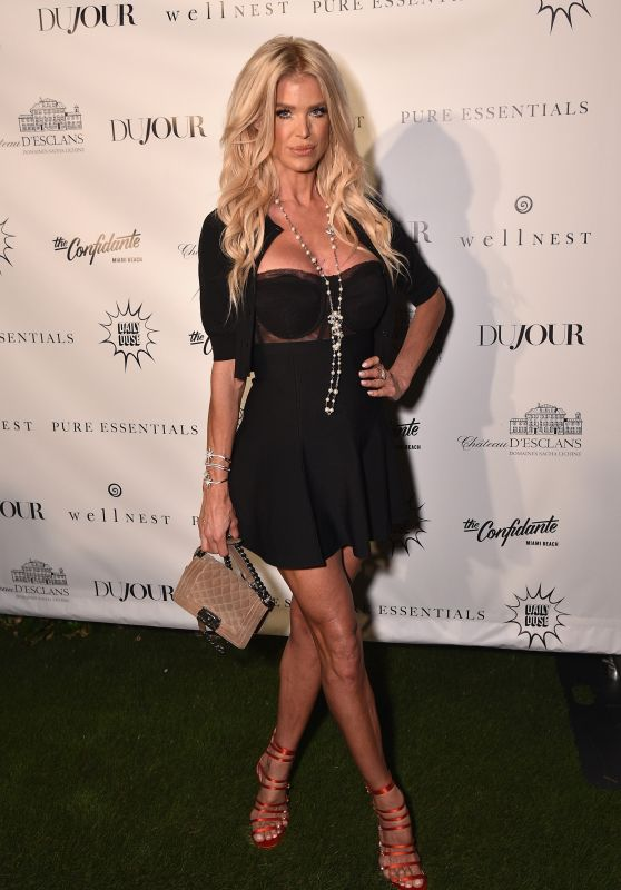 Victoria Silvstedt At Daily Mail Holiday Party, New York