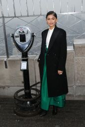 Zendaya & Cast of The Greatest Showman at The Empire State Building in NYC