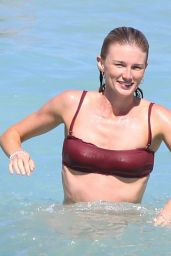 Amy Pejkovic In bikini body at Bronte Beach, Australia