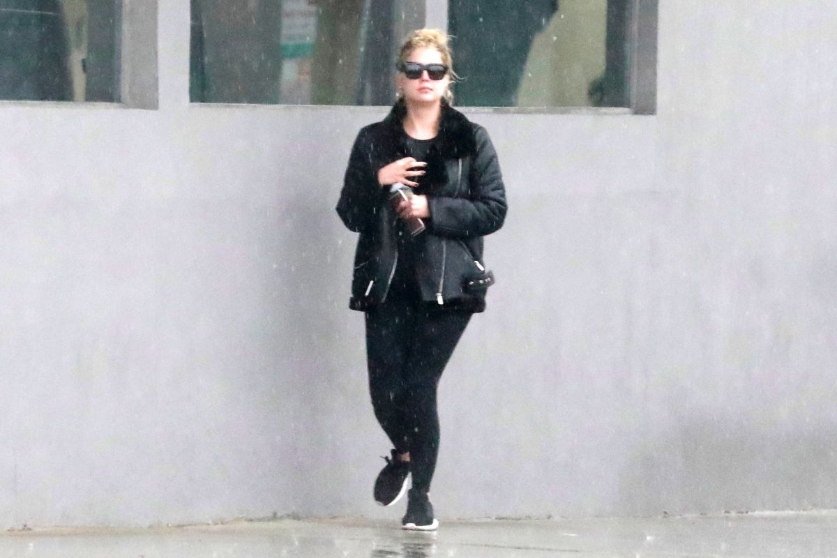 Ashley Benson Runs to her car after having lunch with her girlfriend ...