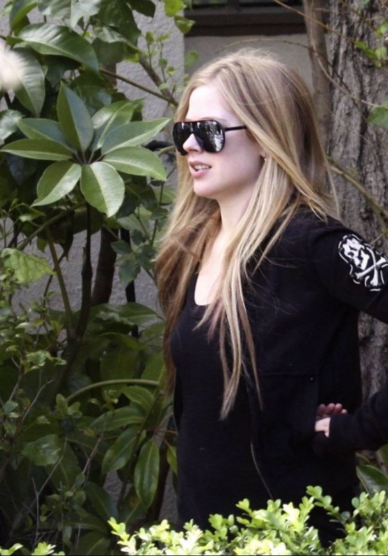 Avril lavigne Leaves a studio in LA