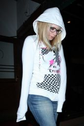 Avril Lavigne Leaves the Madeo Restaurant in LA