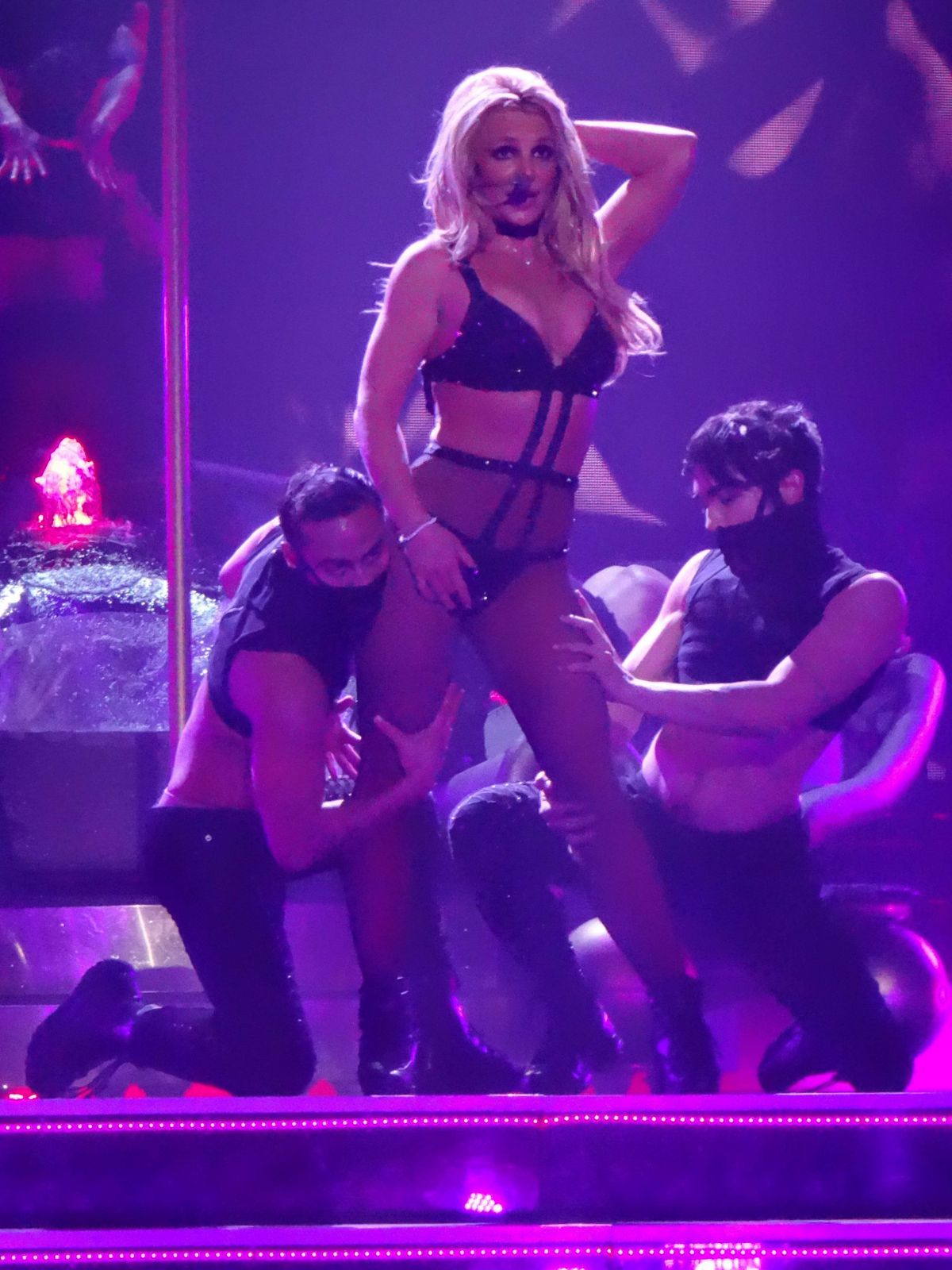 Britney Spears Perform...