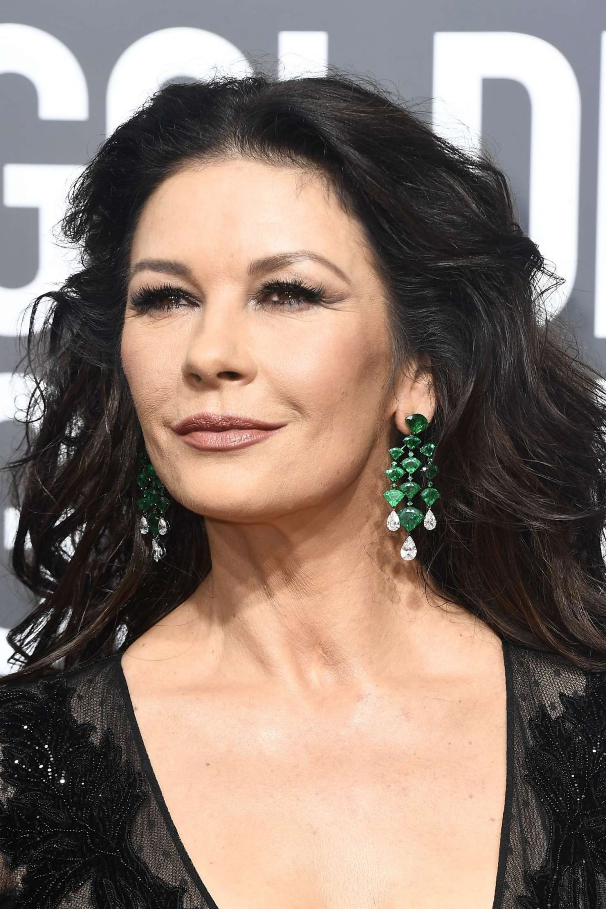 Catherine Zeta-Jones At 2018 Golden Globe Awards in ... Catherine Zeta Jones