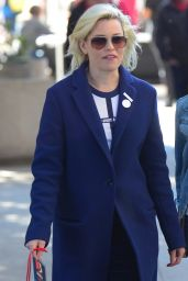 Elizabeth Banks At the Womens March 2018 in Los Angeles