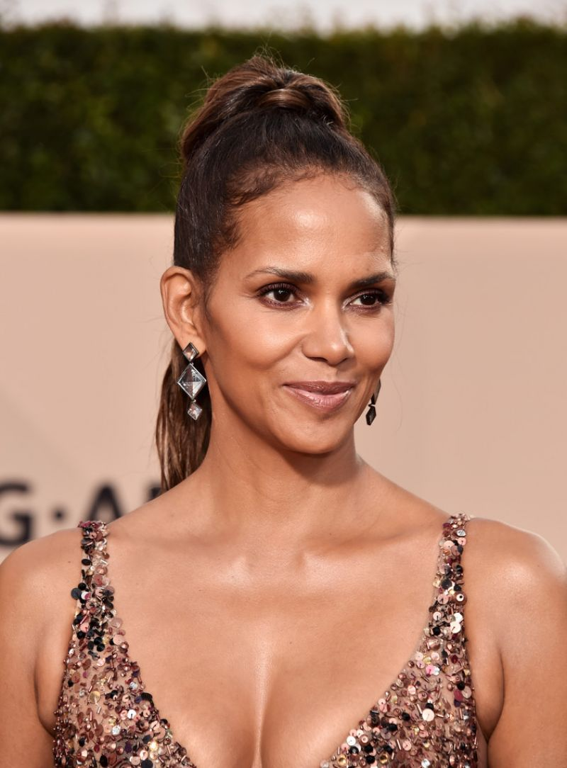 Halle Berry At 24th Annual Screen Actors Guild Awards in ...