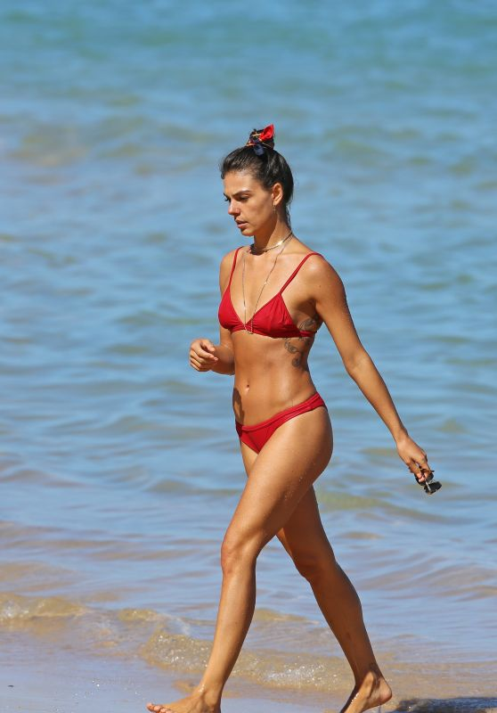 Ísis Valverde Shows off her killer body in little red bikini while on the beach in Hawaii