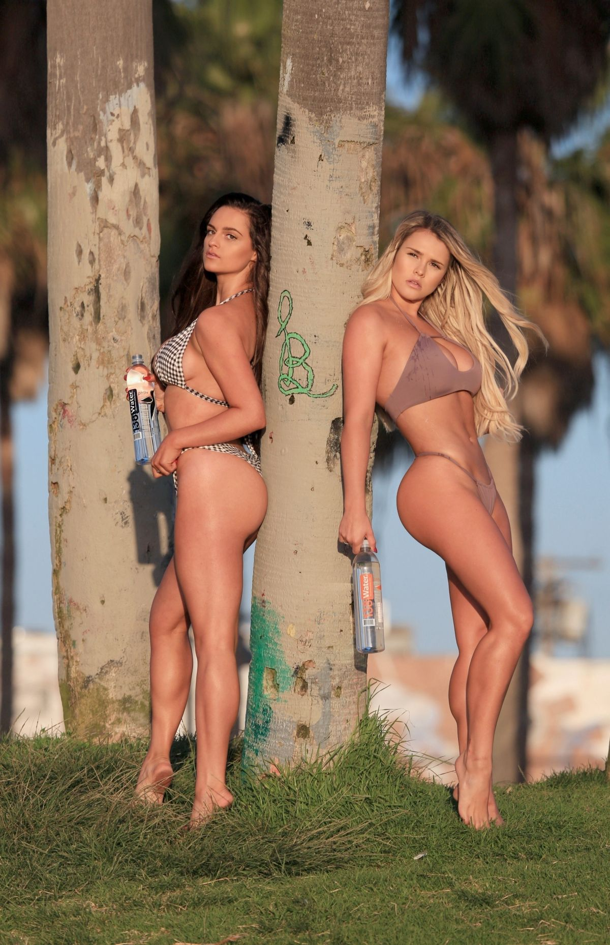 Jamie Leigh and Kinsey Wolanski – 138 Water Bikini Photoshoot in Venice Beach Pic 5 of 35