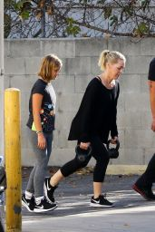 Jennie Garth Does a personal training class and brings her daughter Fiona along, Studio City