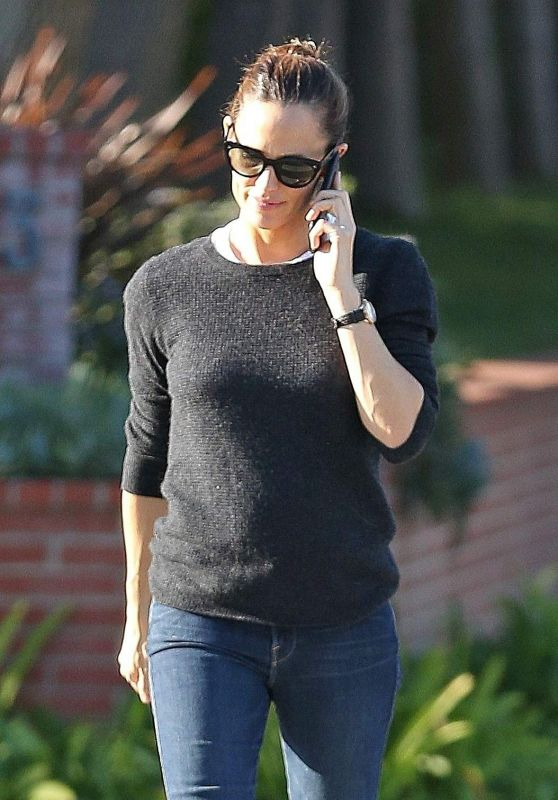 Jennifer Garner Out and about in Brentwood