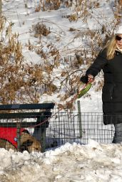 Jennifer Westfeldt Is walking her dog on a early morning in Central Park, New York