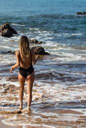 Kaitlyn Bristowe Looks stunning as she hits the beach for a all girls vacation in Hawaii