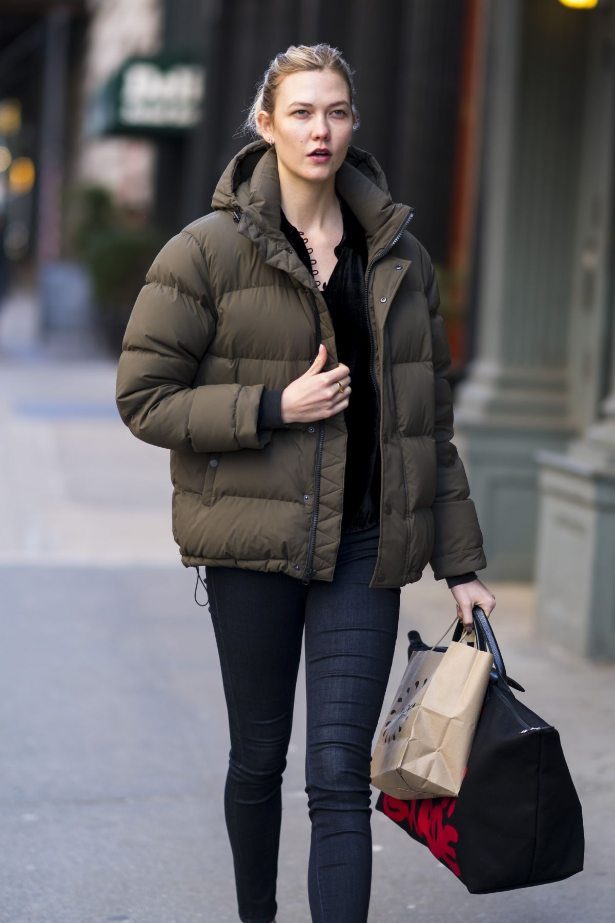 Communication on this topic: Drew Barrymore, Madeleine StoweBad Girls , karlie-kloss-casual-style-steps-out-in/