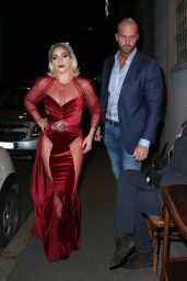 Lady Gaga Leaves her hotel in Milan and goes to the restaurant Da Giacomo