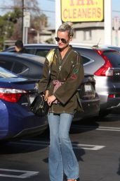 Laeticia Hallyday Seen after lunch in Los Angeles