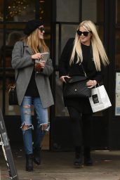 Lisa & Debbie Britton Have lunch together in Los Angeles