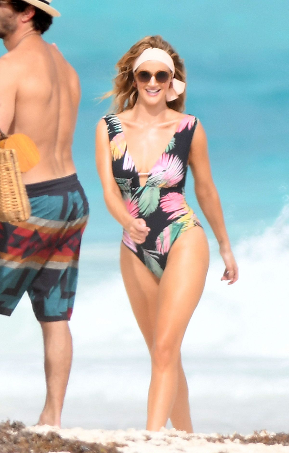 Rosie Huntington Whiteley Bikini Photoshoot at a Beach in the Bahamas Pic 7 of 35