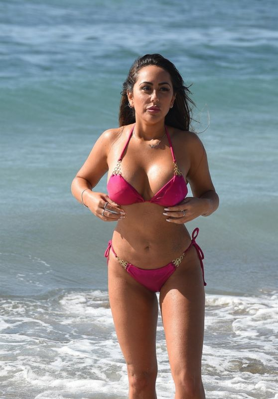 Sophie Kasaei Is seen on the beach in Lanzarote