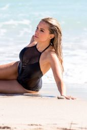 Sylvie Meis During a photoshoot on the beach in Miami