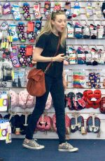 Amanda Seyfried Steps out with her daughter and mother Ann for a shopping trip in Beverly Hills