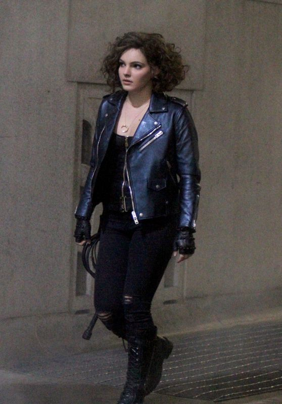 "Camren Bicondova Filming overnight scenes at the ""Gotham"" set in Wall Street, Manhattan"