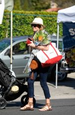 Cat Deeley Picks up some produce at her local farmer
