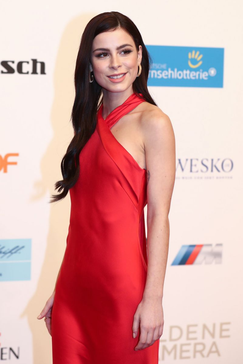 Lena Meyer-Landrut At Goldene Kamera in Hamburg - Celebzz ... Naomi Watts