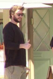 Miley Cyrus Has lunch with boyfriend Liam Hemsworth and some friends in Malibu