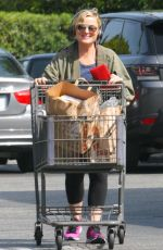 Amy Poehler Out for grocery shopping at Bristol Farms in Beverly Hills