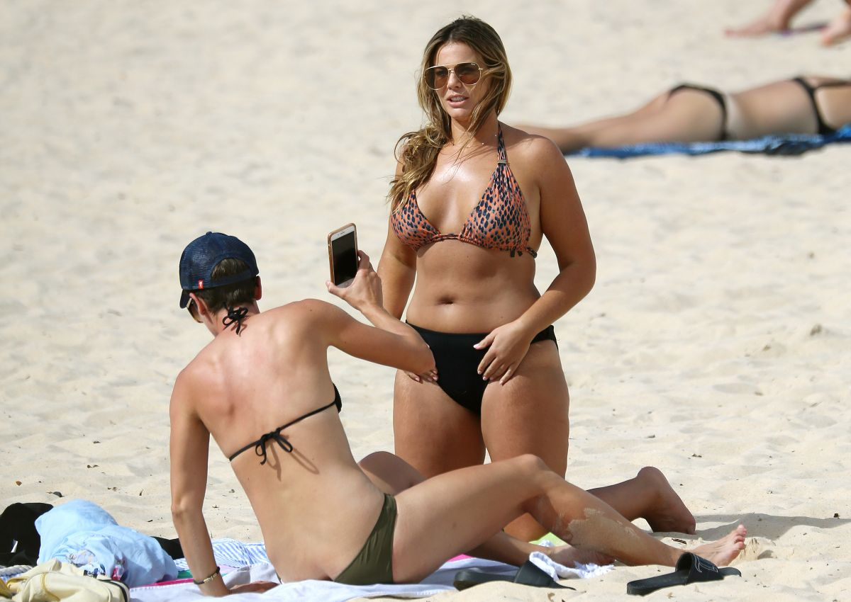 Fiona Falkiner in Bikini at Coogee Beach in Sydney Pic 5 of 35