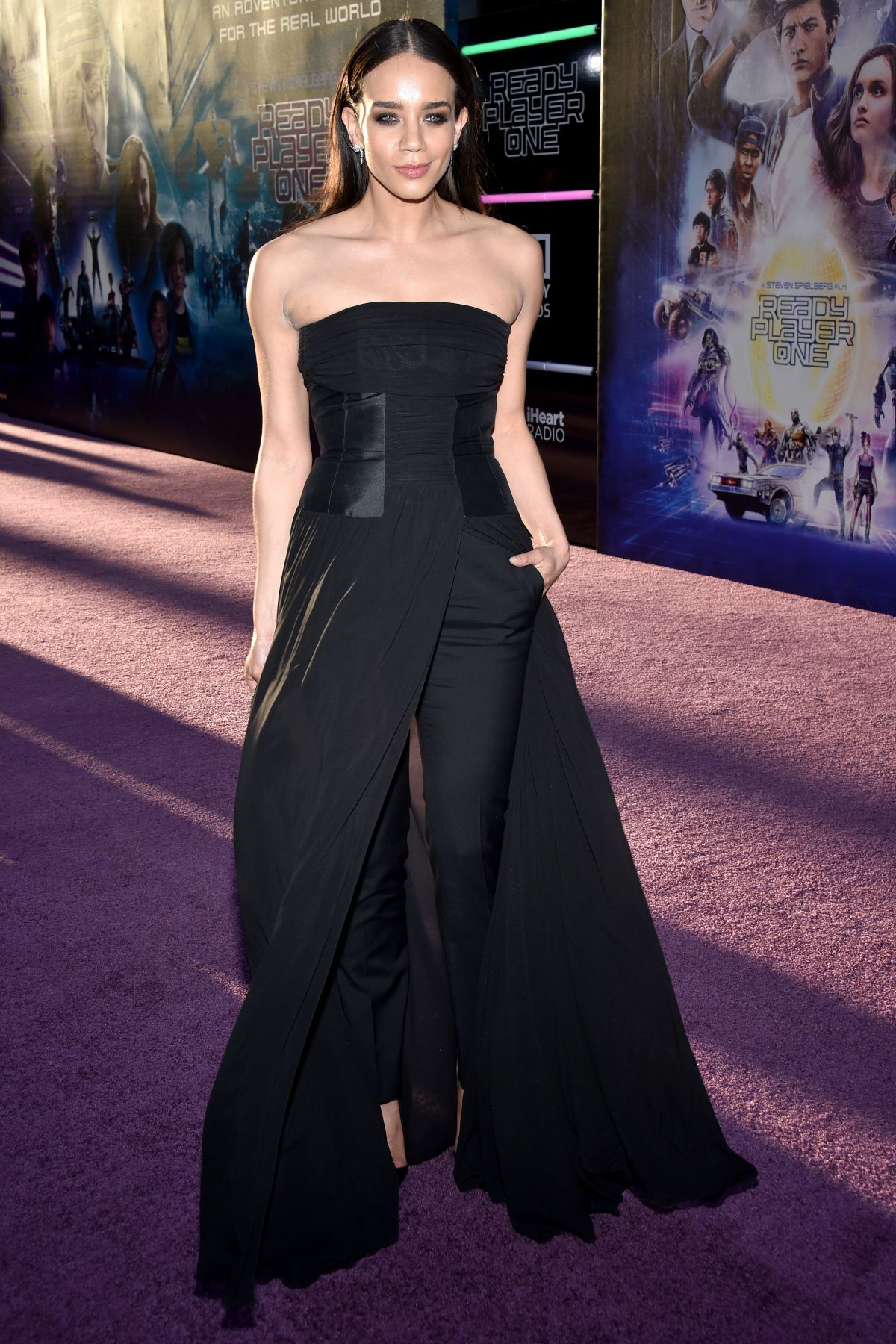 Ready Player One Movie further Hannah John Kamen At Ready Player One Premiere At Dolby Theatre In Hollywood further The Walking Dead Tercera Temporada Dvd1 additionally Pato Aventuras La Pelicula El Tesoro De La L ara Perdida Dvd as well respond. on ready player one