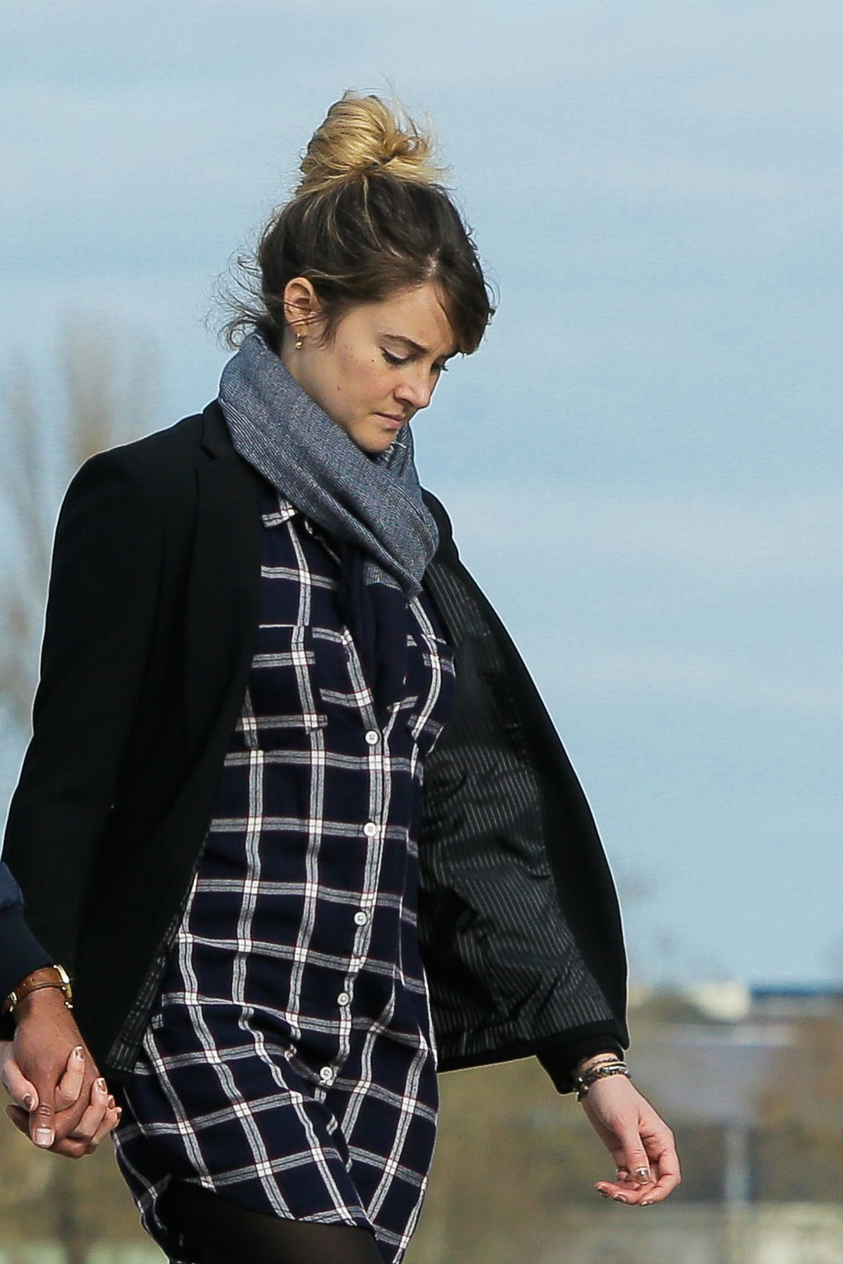 Shailene Woodley Spends the day with her boyfriend in ...
