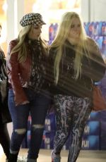 Avril Lavigne Was spotted doing some grocery shopping with her rumored boyfriend at a store in Los Angeles