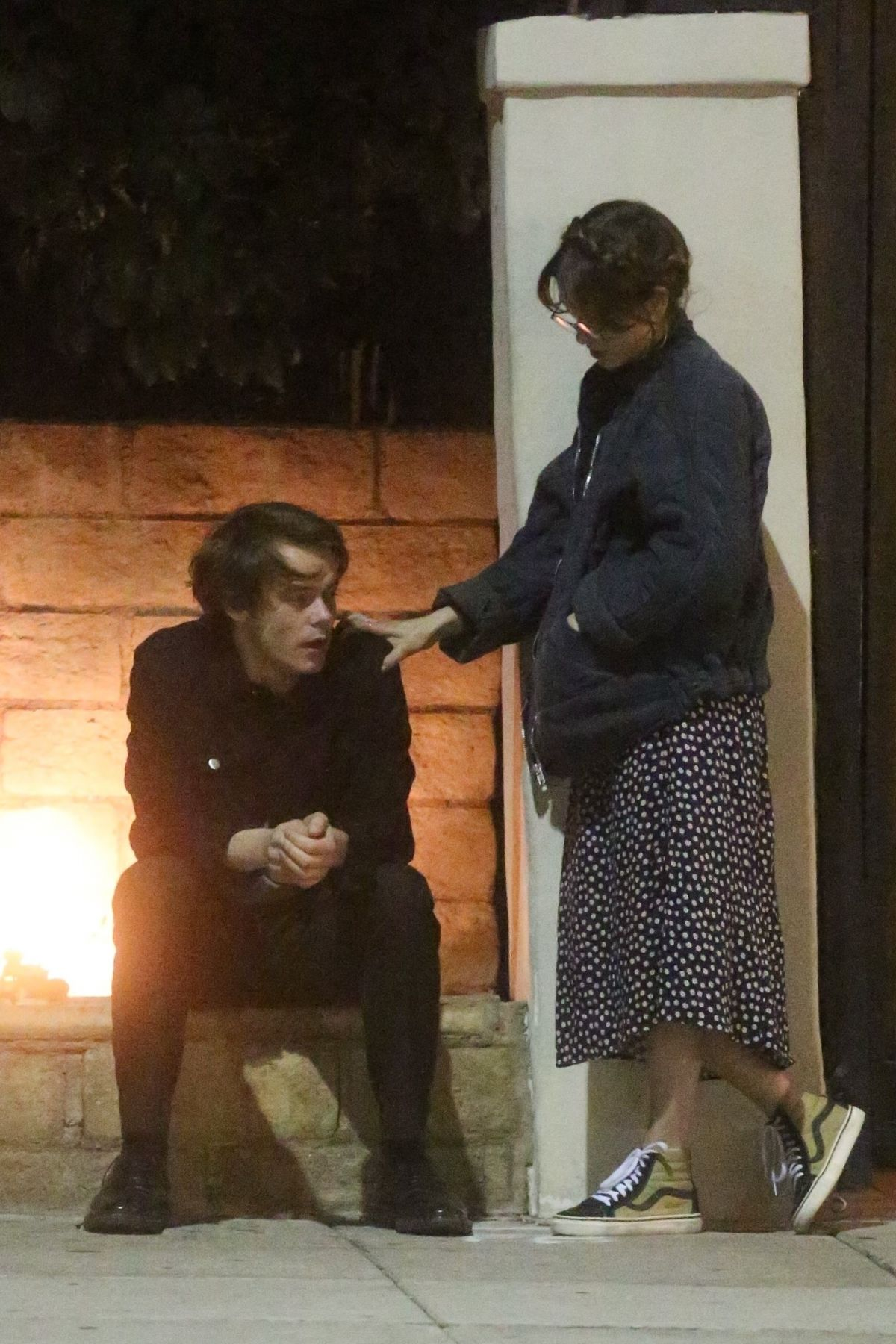 Charlie Heaton Amp Natalia Dyer Have A Sushi Dinner Date At