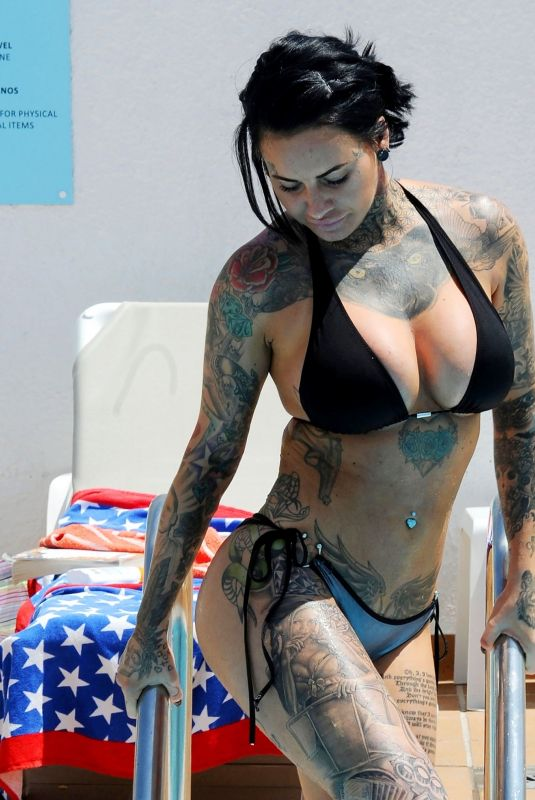 Jemma Lucy On holiday in Portugal