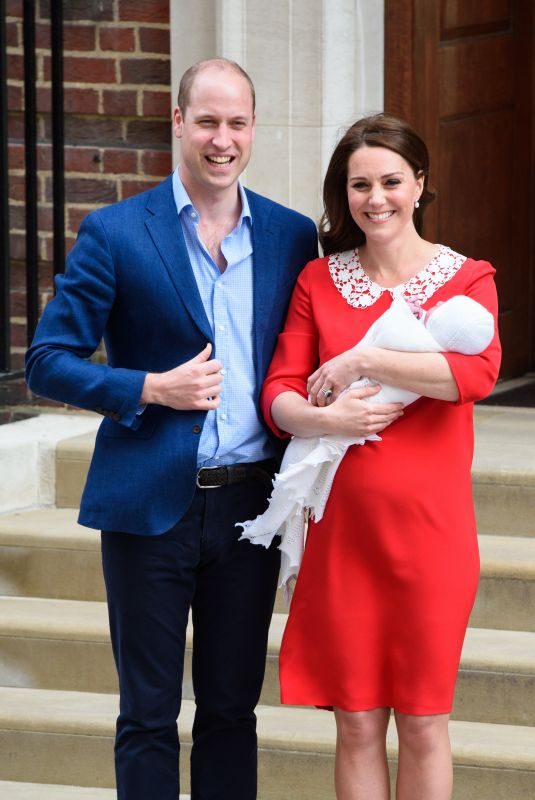 Kate Middleton & Prince William With their newborn son outside the Lindo Wing at St Mary