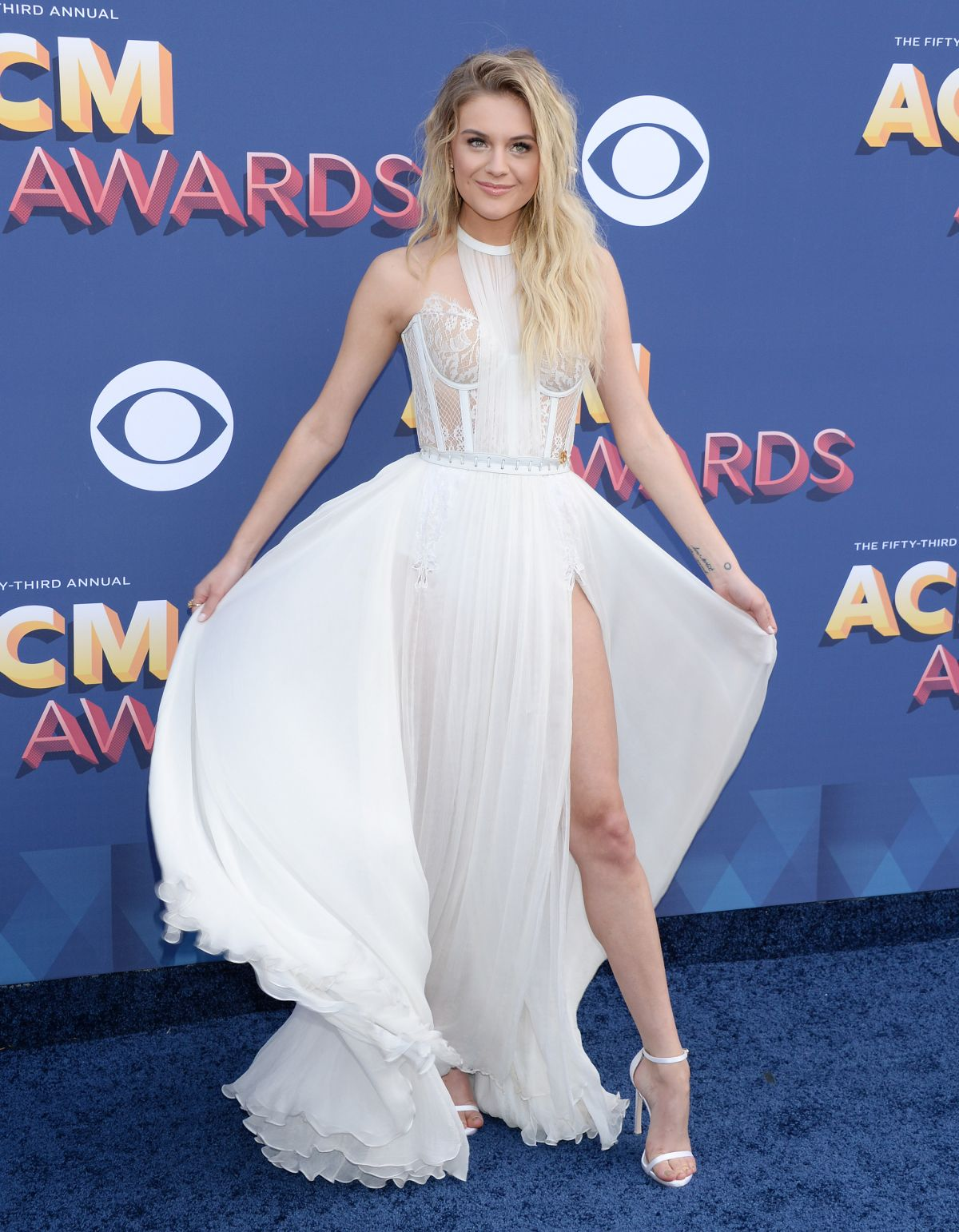 Kelsea Ballerini At The Academy Of Country Music Awards In Las Vegas 15 Hailey Baldwin