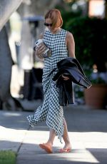 Lara Bingle Flaunts her natural complexion in Los Angeles