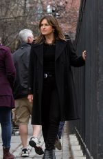 """Mariska Hargitay Pictured filming a scene at the """"Law and Order: SVU"""" set in Uptown, Manhattan"""