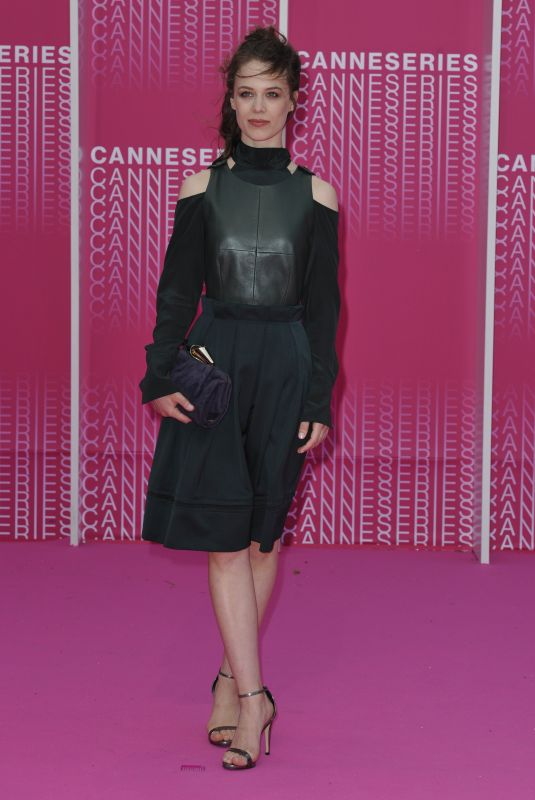 """Paula Beer At The 1st Cannes International Series Festival - April 8th 2018 - """"Killing Eve"""" and """"When Heroes Fly"""" Pink Carpet Arrivals"""